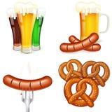 Temas de Oktoberfest con la cerveza y el bocado Fotos de archivo libres de regalías