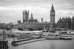Temas y Big Ben del río de Londres foto de archivo libre de regalías