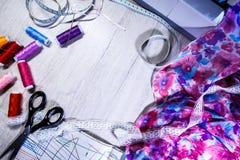 Temat uszycie, szy, dressmaking, szwalna maszyna Zdjęcia Royalty Free