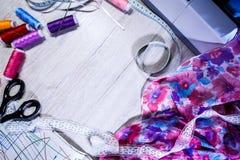 Temat uszycie, szy, dressmaking, szwalna maszyna Obrazy Stock