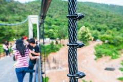 Temblak zawieszenie most przy Mae Kuang Udo Thara tamą obraz stock