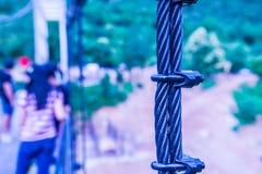 Temblak zawieszenie most przy Mae Kuang Udo Thara tamą obrazy stock