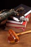 Temida, de hamer van de Rechter en boeken Royalty-vrije Stock Foto's