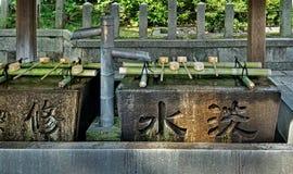 Temizuya på templet Arkivfoton