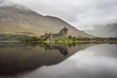 Temor del castillo y del lago de Kilchurn, Escocia foto de archivo