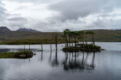 Temor del lago en Wester Ross, montañas escocesas Aventura, Gran Bretaña fotos de archivo