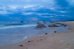 Tempête à la mer baltique, Lettonie Photographie stock
