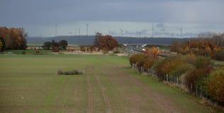 Tempête approchante près de la route A20 dans Pomerania Mecklenburg-occidental, Allemagne Images stock