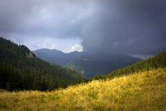 Tempête au-dessus de la montagne Photographie stock