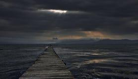 Tempête au-dessus de lac Photo stock