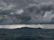 Tempête au-dessus des îles Images stock