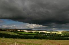 Tempête au-dessus des jambons du sud de Holbeton Photographie stock