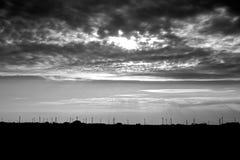 Tempête au-dessus des turbines de vent Photos stock