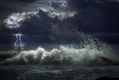 Tempête avec l'éclairage photographie stock libre de droits
