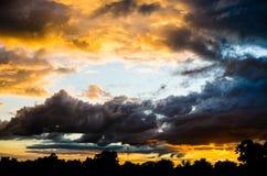 Tempête avec les nuages foncés Photo libre de droits