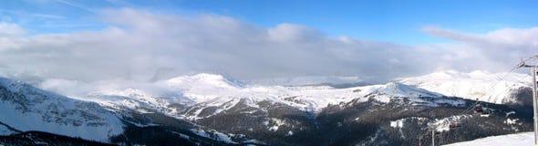 Tempête brassant dans les montagnes photos stock