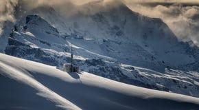 Tempête d'hiver sur la montagne Photo stock