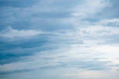 Tempête de bâtiment sur le ciel Images stock