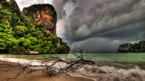 Tempête de compartiment de Railay image stock