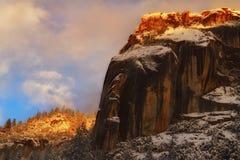 Tempête de dégagement et coucher du soleil au parc national de Yosemite image libre de droits