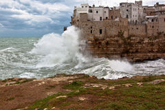 Tempête de mer chez Polignano une jument (BA) Images stock