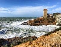 Tempête de mer dans Calafuria, leghorn Côte de la Toscane Images libres de droits