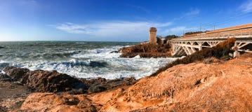 Tempête de mer dans Calafuria, leghorn Vue panoramique de côte de la Toscane Image libre de droits