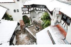 Tempête de neige au-dessus de château de son photo libre de droits