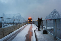 Tempête de neige dans le village de Hamnoy, Lofoten Photos stock