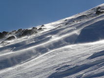 Tempête de neige sur la colline de montagne Photos libres de droits