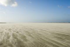 Tempête de sable sur la plage de Schiermonnikoog Images libres de droits
