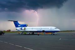 Tempête de Thuinder dans un aéroport provincial Image libre de droits