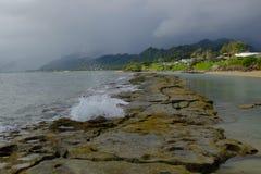 Tempête du nord de rivage dans Oahu, Hawaï Image libre de droits