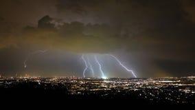 Tempête et foudre pendant la nuit, ville de Vienne, Autriche photographie stock libre de droits