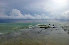Tempête et nuages noirs de mer Images libres de droits