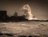 Tempête Graham au phare de Porthcawl images libres de droits