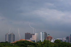 Tempête Kuala Lumpur de foudre Photo stock