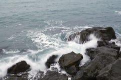 Tempête. Ondes et mousse de mer. Photos libres de droits