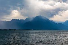 Tempête, vent et pluie sur le lac geneva, Suisse photos libres de droits