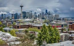 Tempêtes de ressort au-dessus d'horizon de Seattle Image stock