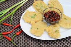 Tempe mendoan, indonesische Küche Stockfotos