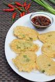 Tempe mendoan, indonesische Küche Stockbild