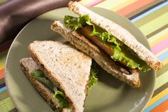 Tempeh Kopfsalat und Tomate-Sandwich Stockfotos