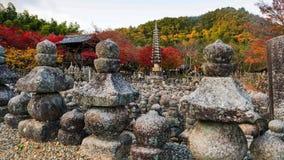 Tempel Adashino Nenbutsuji am Herbst, Arashiyama Stockbilder
