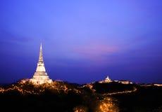Tempel auf die Gebirgsoberseite bei Khao Wang Palace während des Festivals Lizenzfreie Stockfotografie