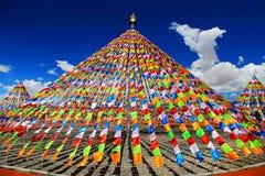Tempel auf Tibetaner des tibetanischen Buddhismus lizenzfreie stockfotos