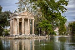 Tempel av Aesculapios p? villaBorghese tr?dg?rdar i Rome arkivbild