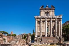 Tempel av Antoninus och Faustina arkivfoton