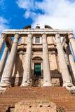 Tempel av Antoninus och Faustina, Roman Forum, Rome, Italien royaltyfria bilder