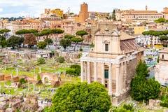 Tempel av Antoninus och Faustina, Roman Forum, Rome, Italien royaltyfri bild